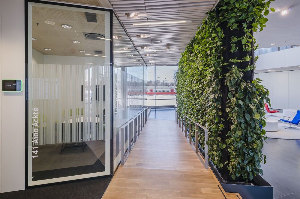 Green Walls A Cool Design Accent For Offices With Personality
