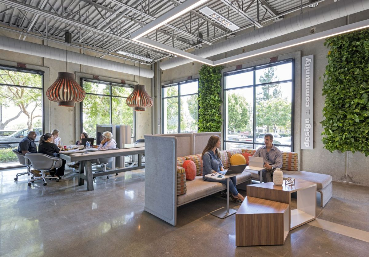 Green Walls - A Cool Design Accent For Offices With Personality