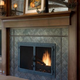 Fireplace screen with mosaic facade and doors