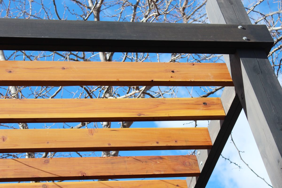 View in gallery - How To Install Modern Pergola Rafters Without Brackets