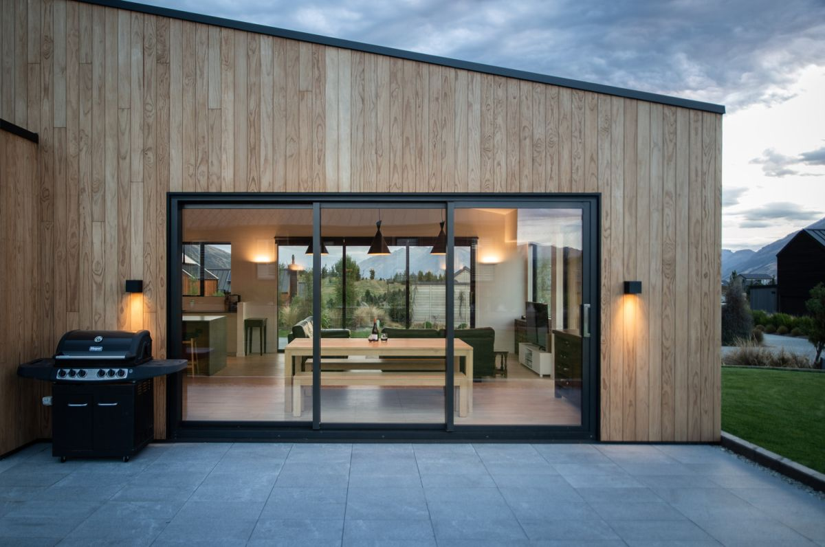 Large windows and big openings connect the internal spaces to the vast outdoor areas