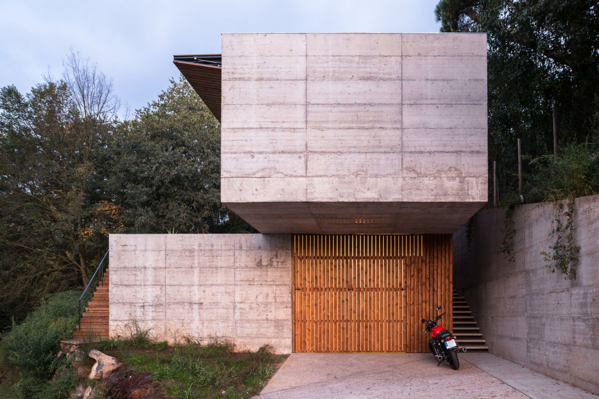 The cantilevered volume forms a protected parking area underneath it